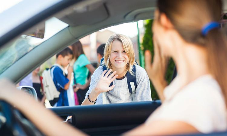 Veilig Verkeer Nederland: 'Breng je kind niet met de auto naar school'