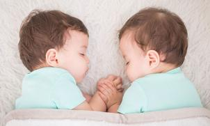 Identiteit bij tweelingen: zo ontwikkelen ze hun eigen 'ik'