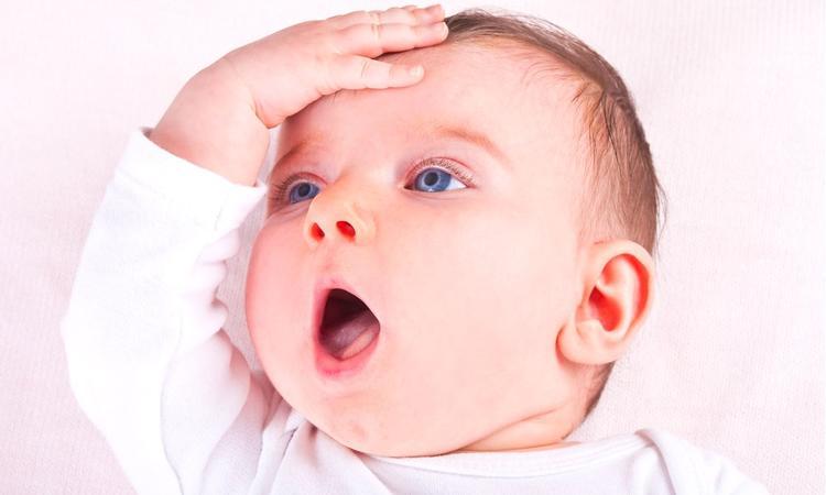 10 bizarre dingen die mensen vroeger met baby's deden