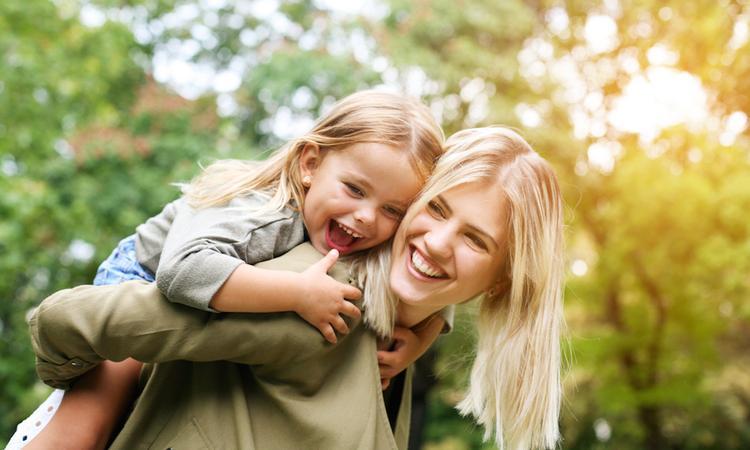 Bewust alleenstaande moeders voeden even gelukkig kinderen op
