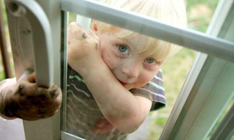 Hoeveel viezigheid is (niet) goed voor de weerstand van je kind?
