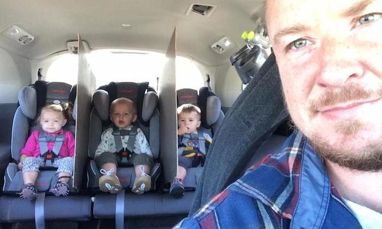 Vader van drieling bedenkt perfecte oplossing tegen ruzies op de achterbank