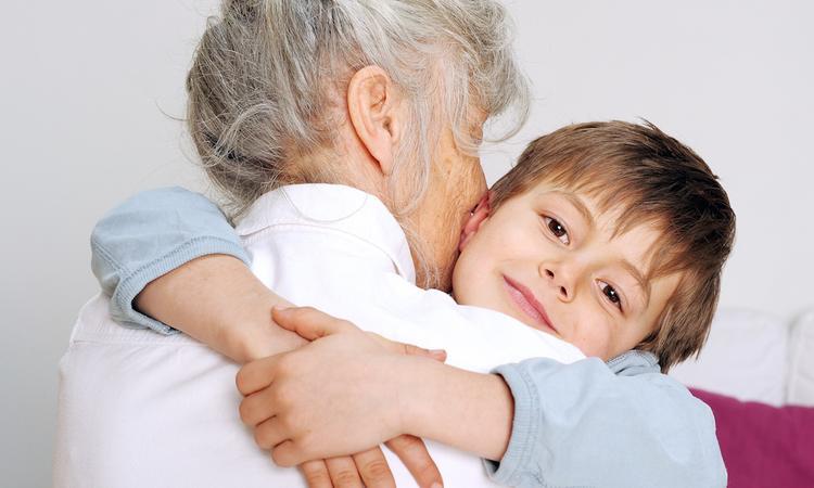 Je kind verplicht iemand een kus laten geven? Doe maar niet!