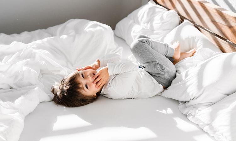 hack humeurig kind vrolijk opstaan