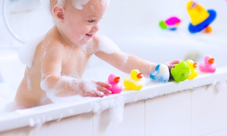 Zo houd je badspeelgoed schoon én schimmelvrij